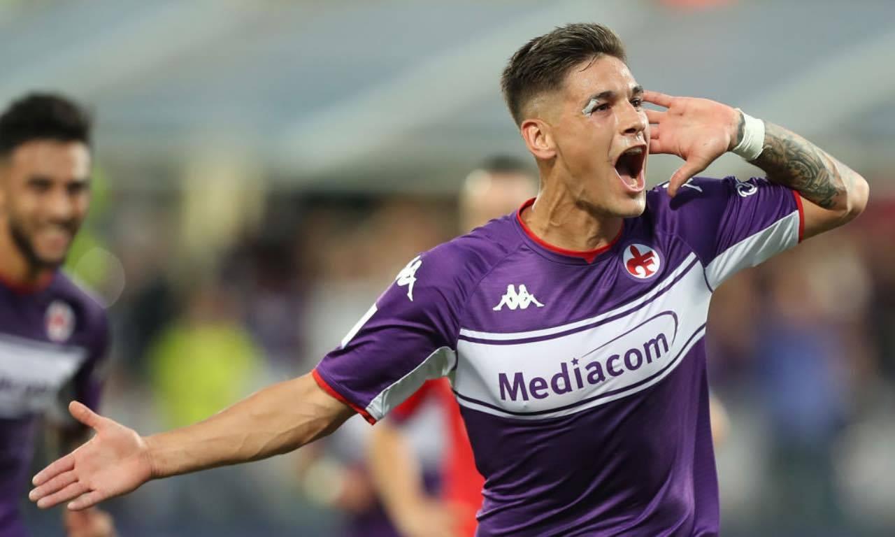 Martinez Quarta festeggia il gol in Fiorentina-Napoli
