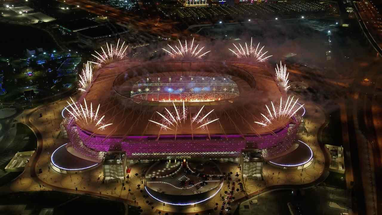 Ahmad Bin Ali Stadium con i fuochi d'artificio