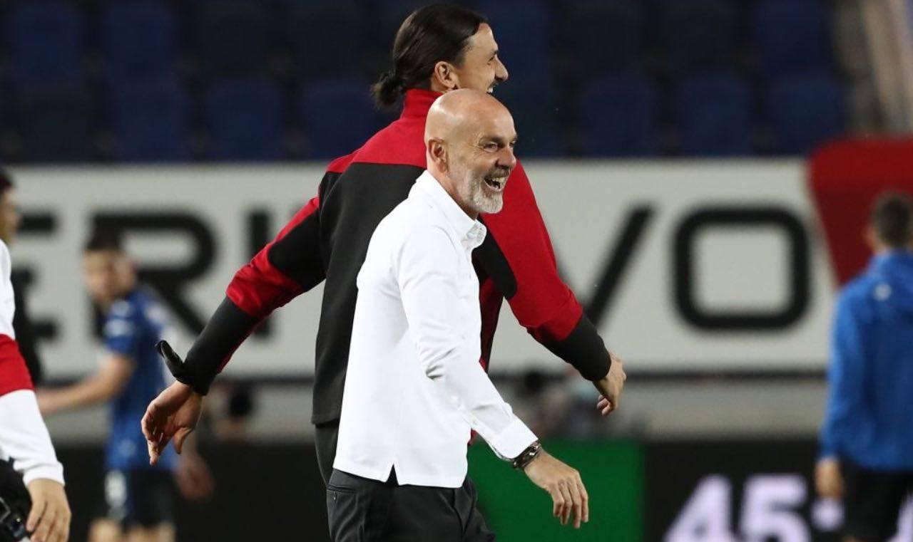 Pioli sorride con Ibrahimovic