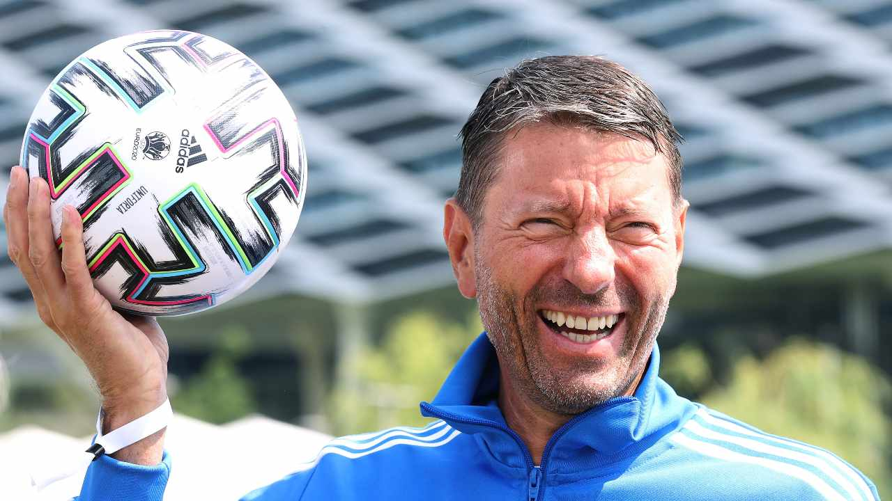 Rørsted ride con pallone Adidas
