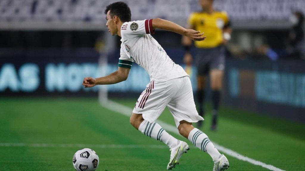 Lozano in campo con il Messico