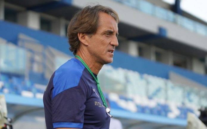Mancini durante gli allenamenti dell'Italia