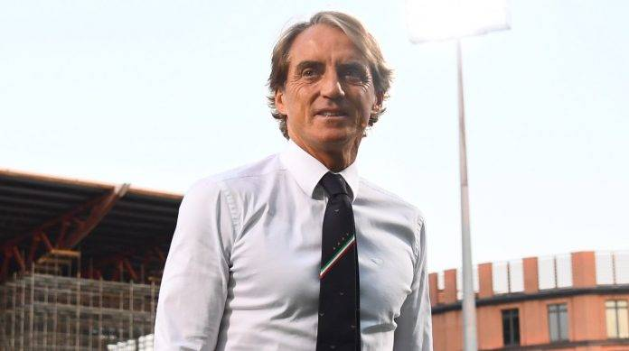 Il Ct dell'Italia Mancini sorride