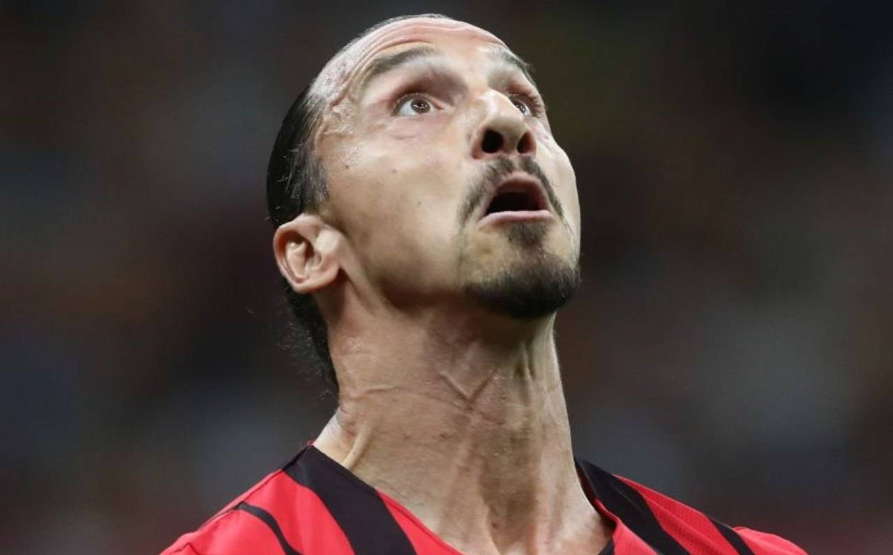 Ibrahimovic guarda la palla