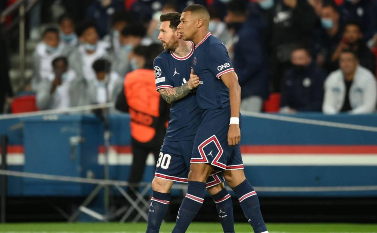 Messi abbraccia Mbappé