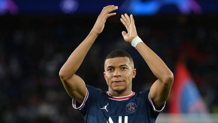 Mbappé applaude PSG