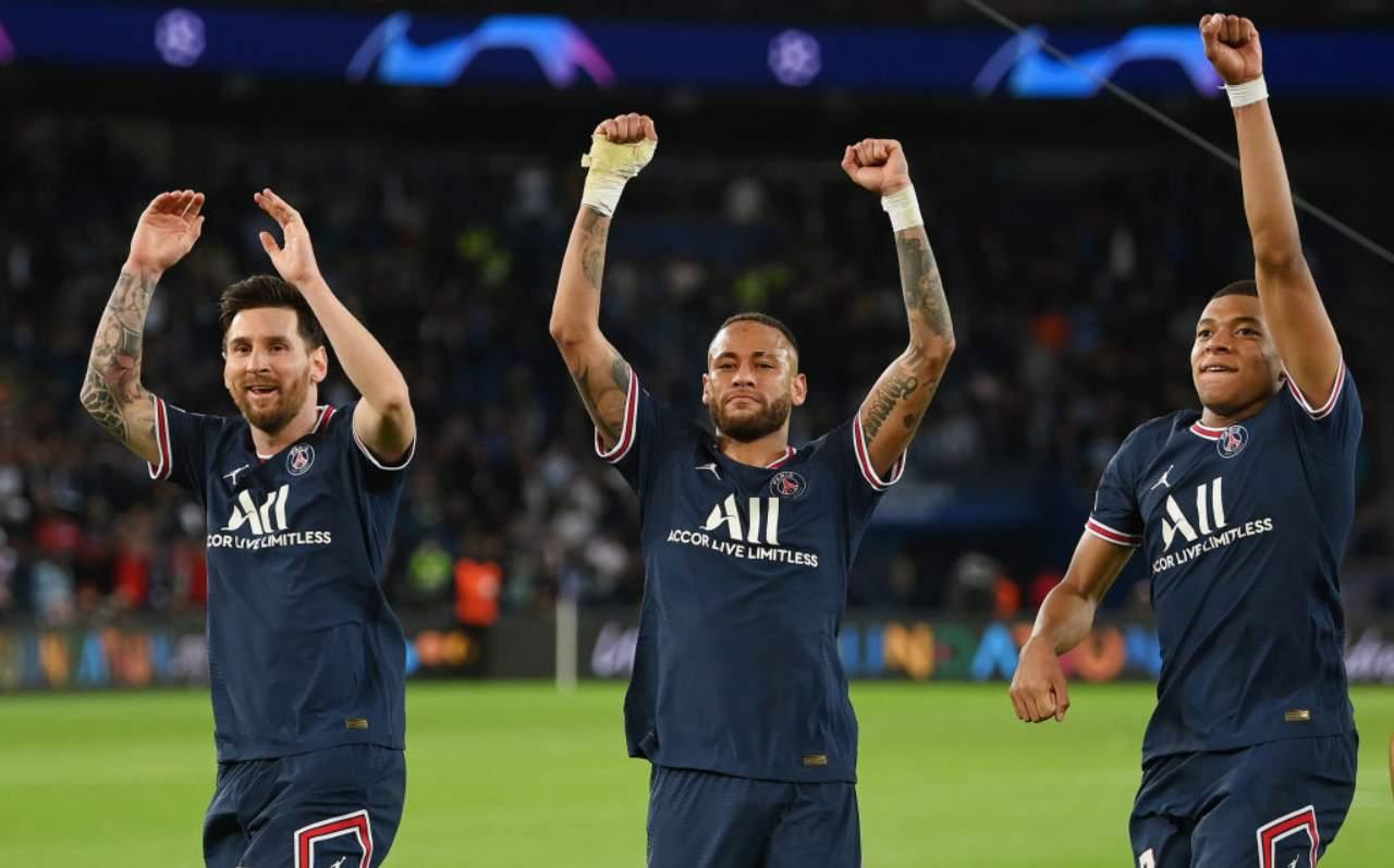 Messi, Neymar e Mbappé esultano