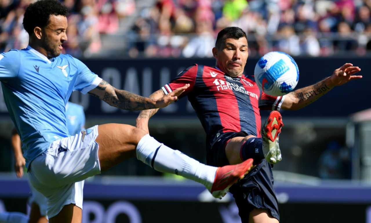 Felipe Anderson e Medel sulla palla