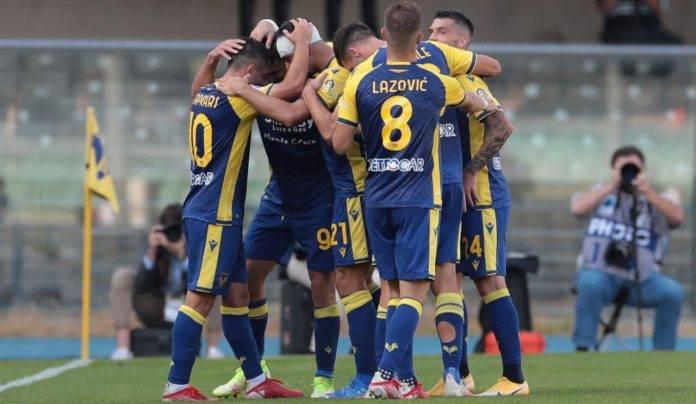 Il Verona esulta per il gol di Caprari allo Spezia