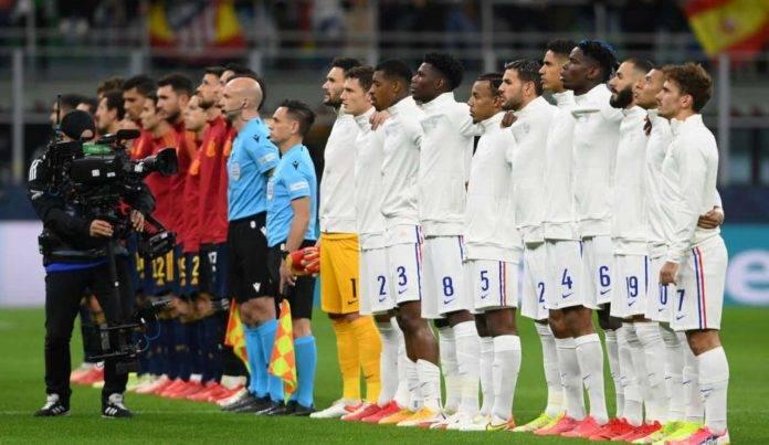 Spagna-Francia, squadre schierate sul terreno di gioco