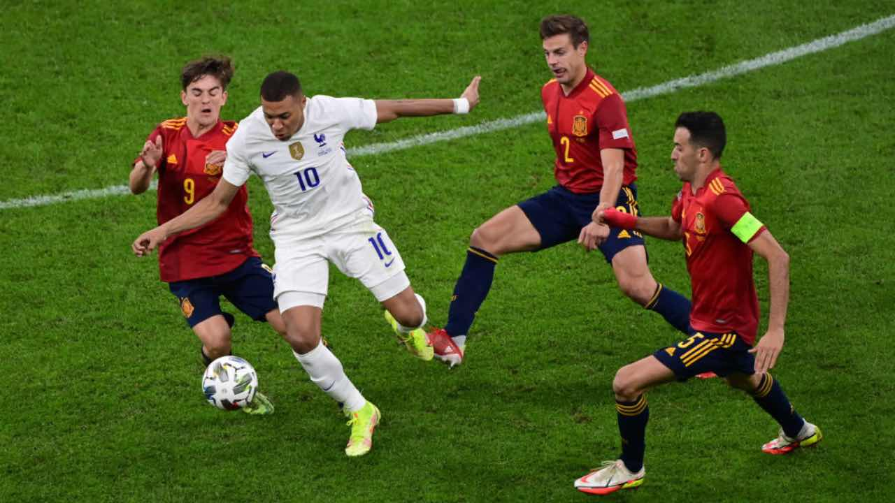 Spagna-Francia, Mbappé tra gli avversari