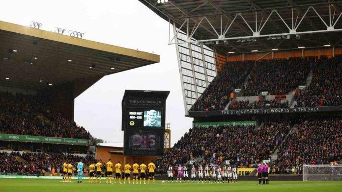 Il Newcastle a centrocampo con il Wolves