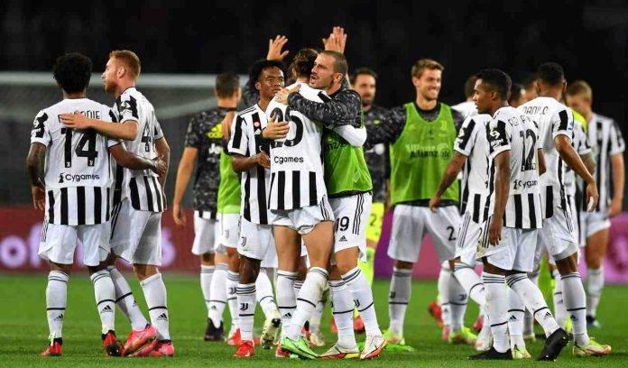La Juventus esulta in campo