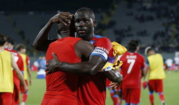 Koulibaly abbraccia Osimhen