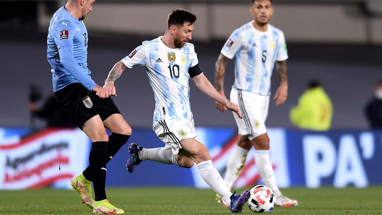 Messi in azione con la maglia dell'Argentina