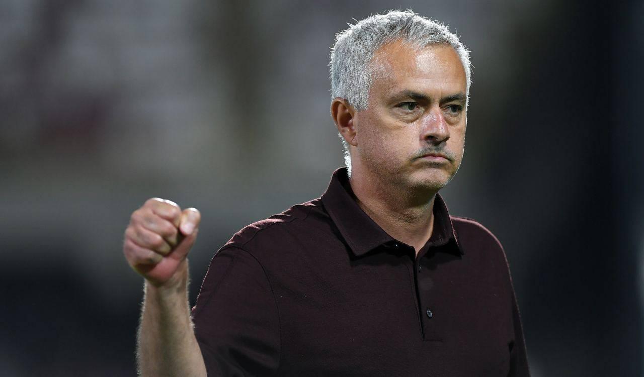 Mourinho esulta in panchina