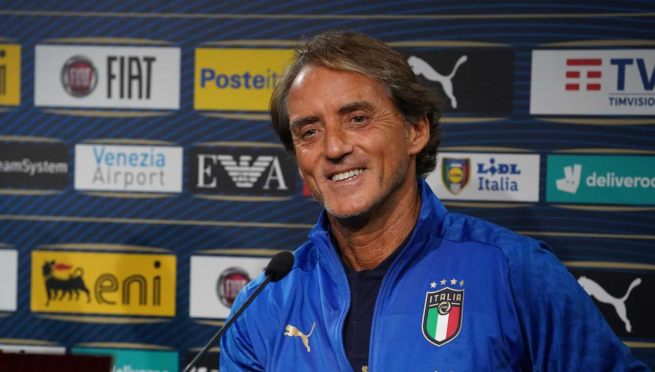 Roberto Mancini sorridente in Nazionale