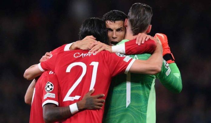 Ronaldo abbraccia i compagni